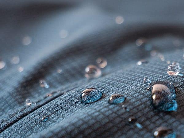 3 bewährte Tipps, wie du die Schadstoffe in deiner Kleidung deutlich reduzieren kannst
